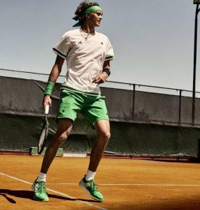Les tennis et les vêtements principale