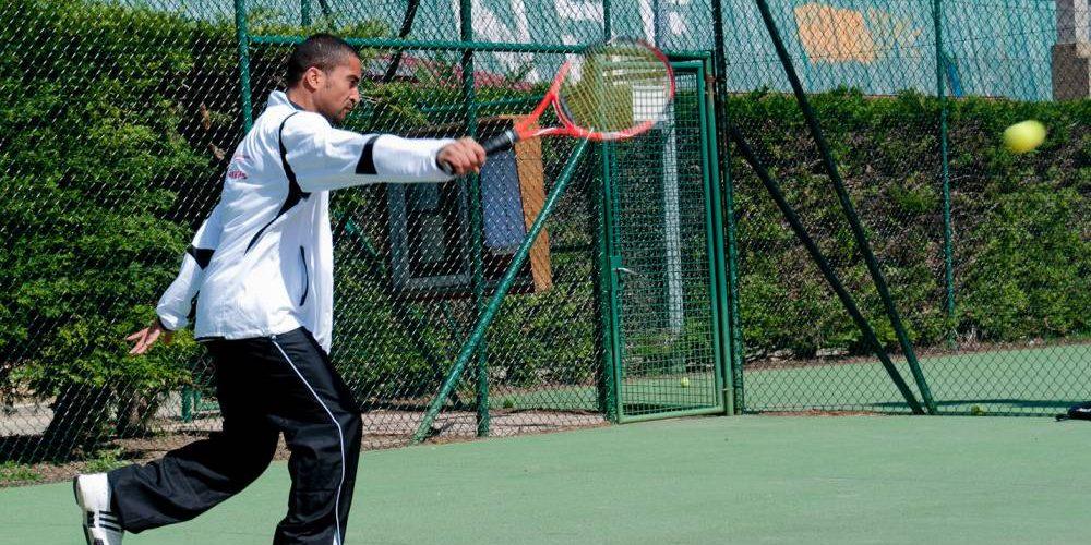 Survêtement tennis : choisir sa tenue dans les règles de l'art principale